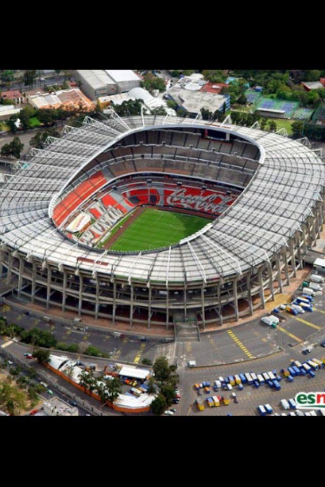 Estadio Azteca. Abierto en 1966, 105.000 personas. Espectacular estadio de America del Norte. Sel. de Mexico, club America.
