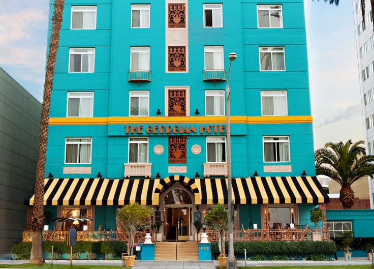 The Georgian Hotel, Santa Monica - Nearby: the Promenade and the Pier. Even nearer: cocktails on the veranda.