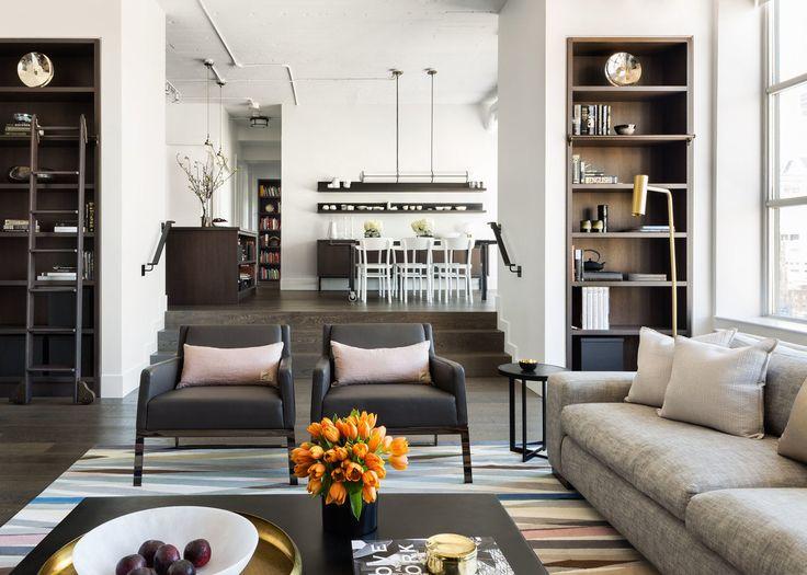Полы в квартира выполнены из темного дуба. Дубовым же шпоном отделано и множество элементов мебели в доме. Темное дерево в интерьер отлично сочетается с холодными оттенками неокрашенной стали встречающейся по всему дому.  (архитектура,дизайн,экстерьер,интерьер,дизайн интерьера,мебель,индустриальный,лофт,винтаж,стиль лофт,индустриальный стиль,квартиры,апартаменты) .