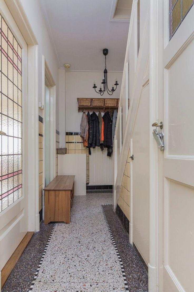Jaren30woningen.nl | Prachtige hal in een Jaren 30 Woning