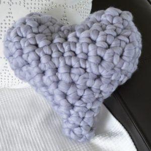 coussin coeur gris crochet2