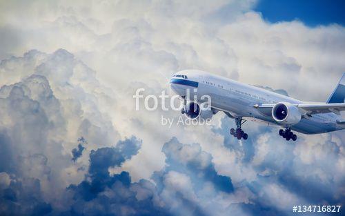 """Laden Sie das lizenzfreie Foto """"Flugyeug mit ausgefahrenen Fahrwerk beim Flug durch die Wolken"""" von benekamp zum günstigen Preis auf Fotolia.com herunter. Stöbern Sie in unserer Bilddatenbank und finden Sie schnell das perfekte Stockfoto für Ihr Marketing-Projekt!"""