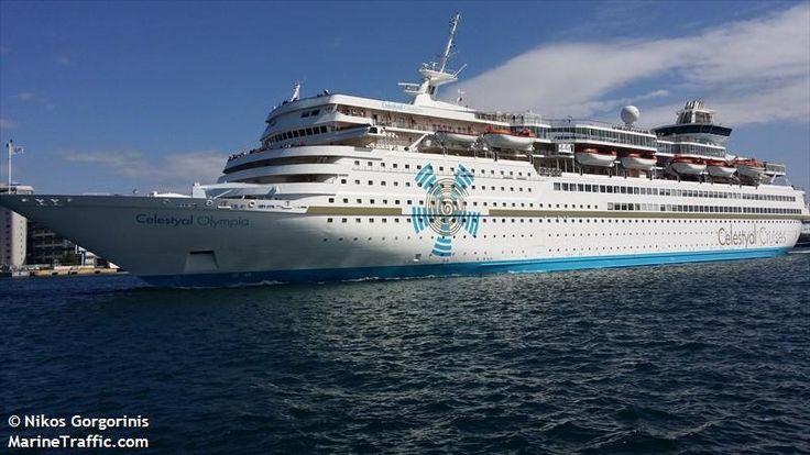 Το Celestyal Olympia αποπλέει από το λιμάνι του Πειραιά. 30/03/2015.
