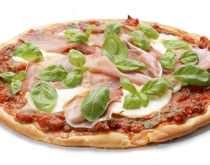 Sund pizzaopskrift med parmaskinke og cremet mozarella - Måltid