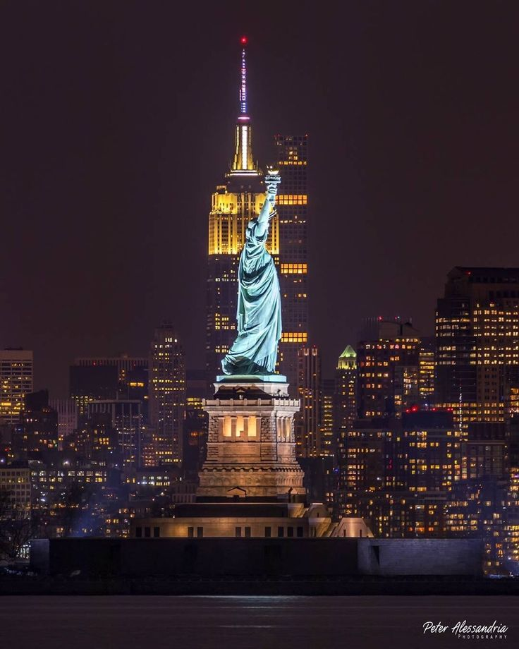 New York City by Peter Alessandria @palessandria - The Best Photos and Videos of New York City including the Statue of Liberty, Brooklyn Bridge, Central Park, Empire State Building, Chrysler Building and other popular New York places and attractions.