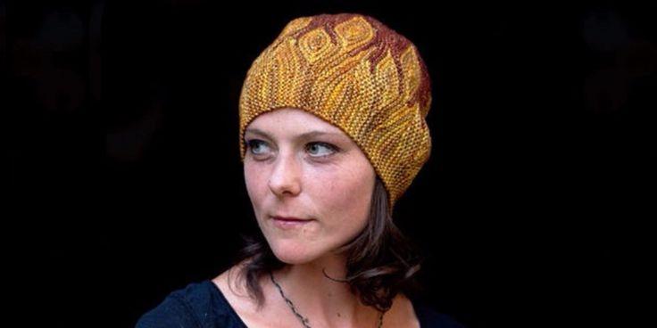 Интересная шапка, вязаная спицами поперек. Хорошенькая шапка из уникальной коллекции Элементаль, связанная спицами платочной вязкой по специальной технологии.