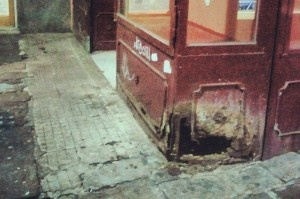 La casa mobile: arredi biodegradabili e macchie di umido sulle pareti