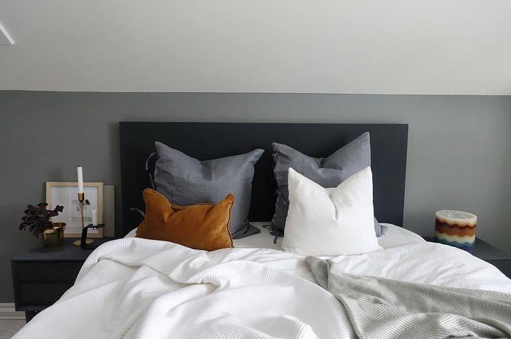"""Bedroom 371 likerklikk, 11 kommentarer – Hana Opsahl (@_hana_style_) på Instagram: """"Sunday morning Gavel, nattbord og vegg malt i farger fra egen nettbutikk. Trenger du…"""""""