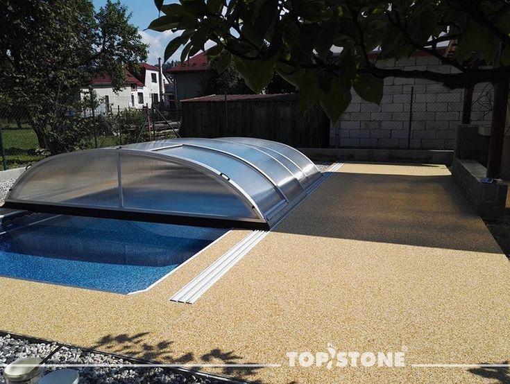 trochu se v té vánici prohřejeme, co říkáte? :) :)  Mramorový kamínek TopStone Giallo Siena - mix frakcí 2-4mm a 4-7mm realizoval u bazénu realizátor pan Sieber ze Štramberku. Pěkná práce ! https://eshop.topstone.cz/kamenny-koberec-giallo-siena-exterier.html  #topstone #kamennýkoberec #kamínkovýkoberec #léto #slunce #bazén #exteriér #milujemsníh #alekoupánítaky