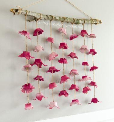 DIY boho flower wall hanging from egg cartons // Lógó virágos tavaszi fali dísz tojástartóból - tavaszi dekoráció // Mindy - craft tutorial collection