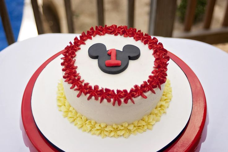 Mickey Mouse Smash Cake: 17 Best Ideas About Mickey Mouse Cake On Pinterest