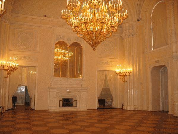 Palais de Marbre - 6 Quai du Palais - Saint Petersbourg - Construit de 1768 à 1785 par l'architecte. Antonio Rinaldi - Salle Blanche.