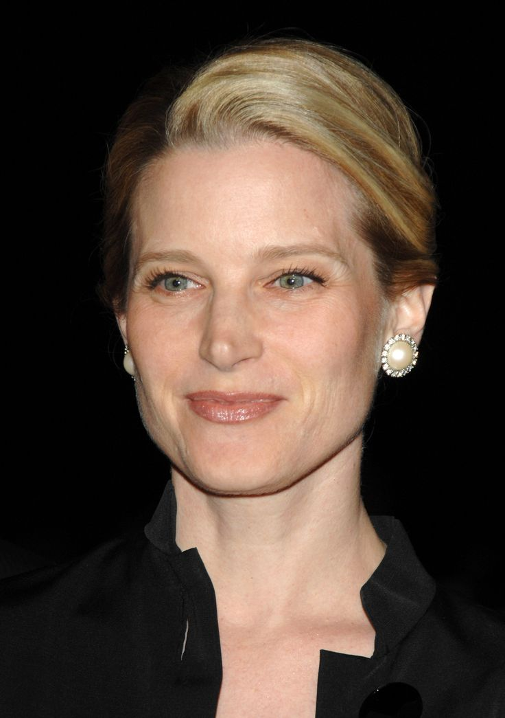 Bridget Fonda.  -Born in 1964 - same as me!!  Always have loved her look.