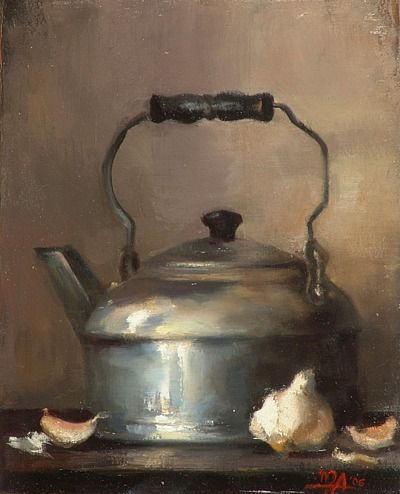 Magda Almy - Metal teapot with garlic cloves