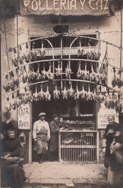 Plaza Redonda. Tienda de pollos y caza de Rafael Torrent en el año 1923.