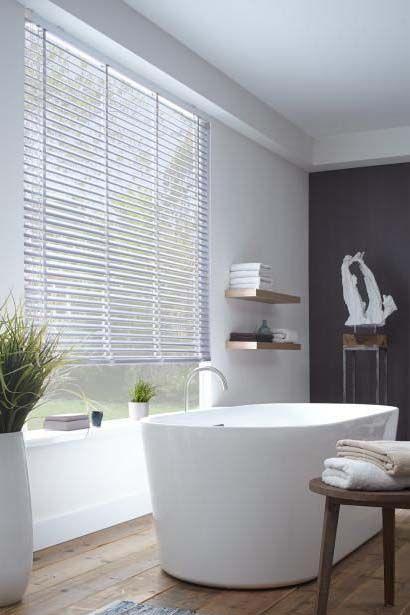 urban suites // interior // bathroom // urban life // city suite // luxury life // stylish // wall art //