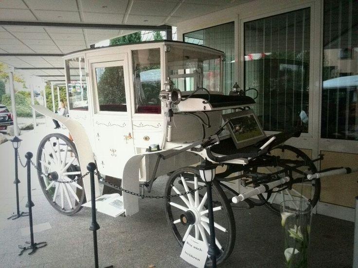 Eine Hochzeitskutsche ganz in Weiß