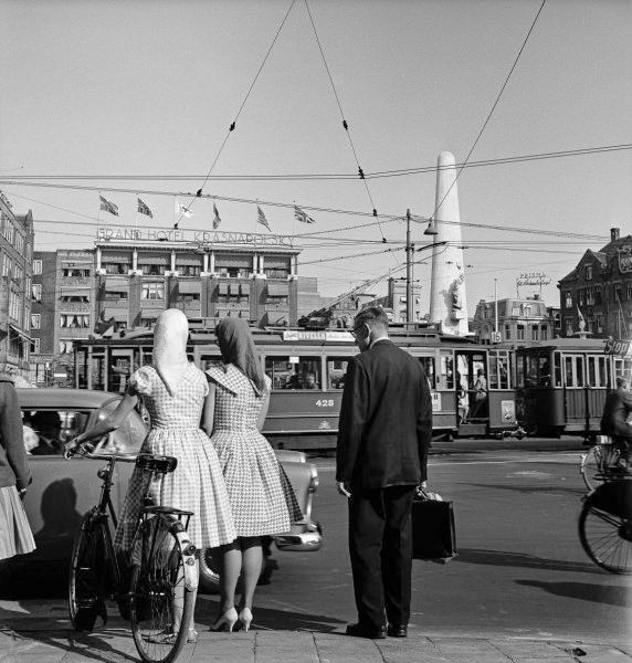 1960. Dam Square in Amsterdam. In the background hotel Krasnapolsky and National Monument. Photo Cor van Weele. #amsterdam 1960 #dam #square