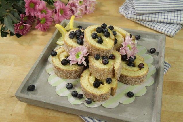 Smarrig rulltårta med syrlig lemoncurd som fyllning! Testa - den är magisk.