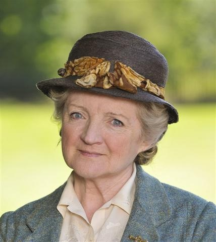 Julia McKenzie, as a comfortingly genteel Miss Marple in BBC MASTERPIECE MYSTERY (2010-2011).  One of Agatha Christie's iconic sleuths ~ I really like her in this role. Doesn't she have a lovely, pleasant face?