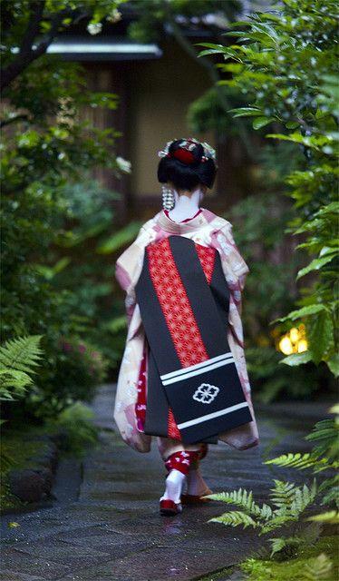 A gorgeous obi.  geisha-licious:  maiko Takahina