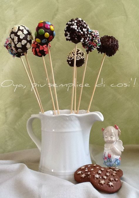 Oggi vi presento i miei cake pops Nutella e Pan di stelle.Golosi,gustosi e si preparano in pochissimo tempo! Non poteva mancare nel mio blog questa versione