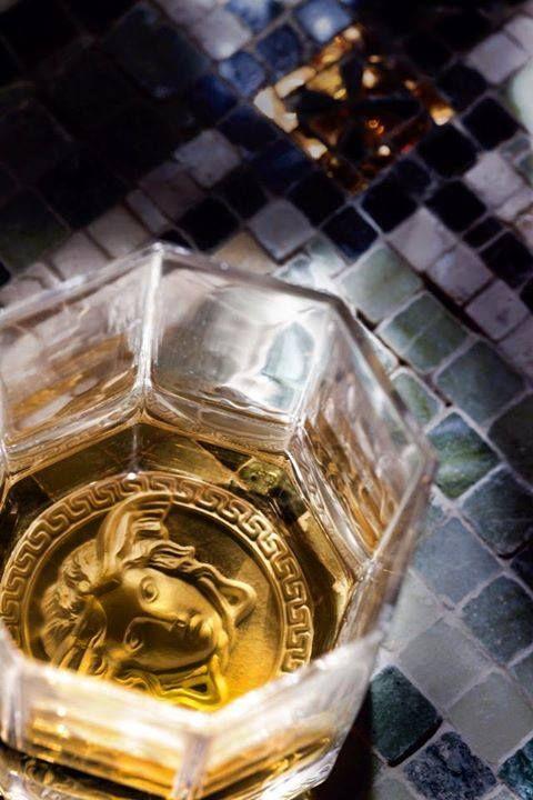 #MEDUSA LUMIERE. Un elegante vaso de cristal para whisky de la colección #Rosenthal Meets #Versace.