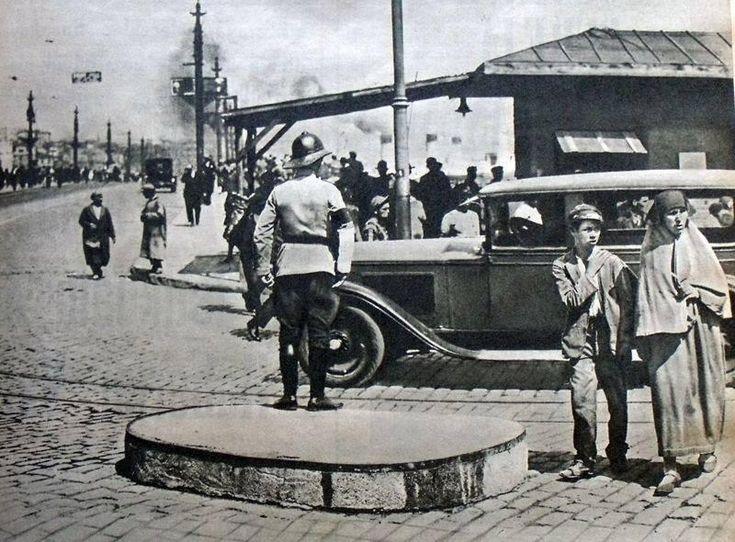 """""""@hayalleme: """"@Ah_Mujgan_Ah: Galata Köprüsü 1930'lu yıllar #İstanbul @hayalleme pic.twitter.com/gjWfHzlvdC""""""""@kezbanarca"""