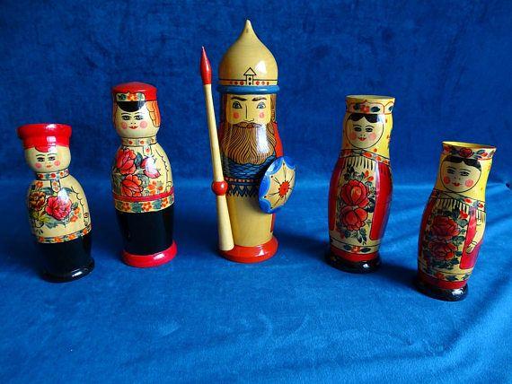 Vijf houten vintage flessenhouders uit de USSR