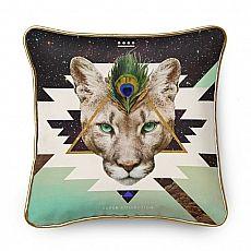 Der Puma ist ein Krafttier auf samtenen Pfoten. Er ist gleichwohl sanft, wie schnell und vorausdenkend. Mich fasziniert diese Katze ungemein, und ich schätze ihre einfühlsame, mitfühlende und intuitive Art.