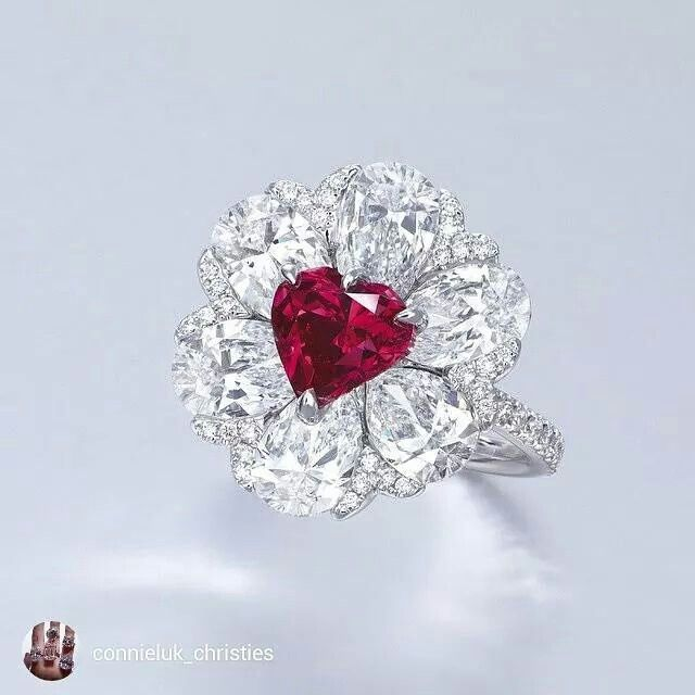 The 2.09cts heart-shaped fancy red diamond ring by Moussaieff was sold at HK $39,320,000 (US$5million) and set a world auction record price for a red diamond.