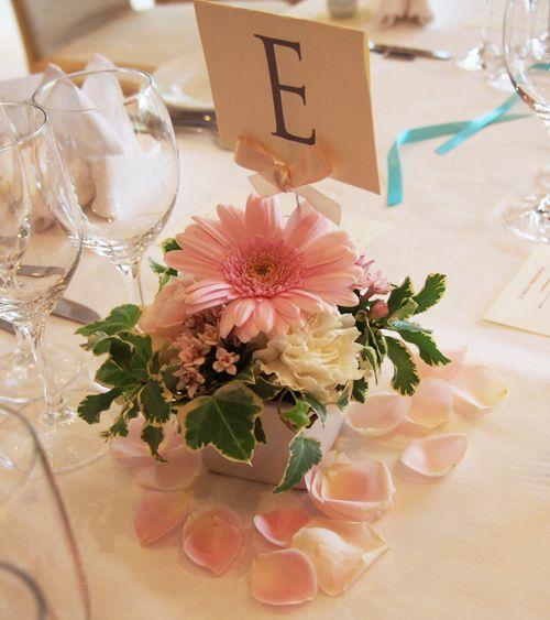 六本木ヒルズのレストラン「L'ESTASI(レスタジ)」様納品の会場装花とウェディングブーケ の画像|東京・ウェディングブーケと会場装花の専門アトリエ「プルマージュ」