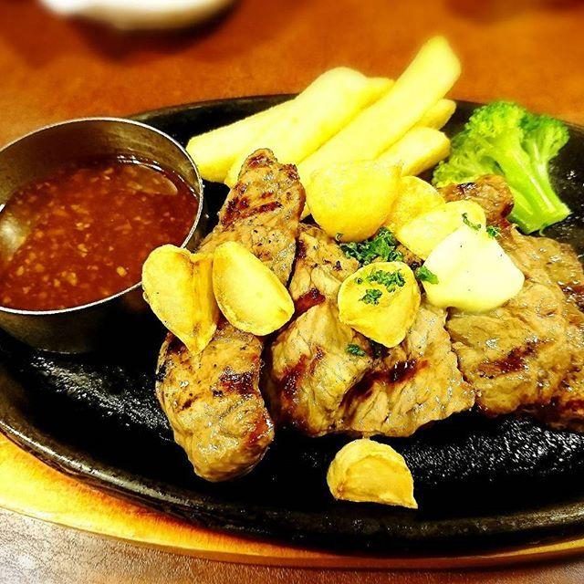 旦那さま💓と久しぶりの外食🍴 仕事で疲れているらしいので体力回復にステーキを食べました❤ ニンニクたっぷり(^^;これからも仕事頑張ってね❗  #外食 #肉 #ステーキ  #ファミレス #ビッグボーイ  #夕食 #バイキング #ニンニク  #ご飯 #ポテト #ディナー  #美味しい #食べ放題 #meat  #steak #garlic #dinner  #写真 #写真好きな人と繋がりたい  #kanagawa #相模原市 #sagamihara  #japan #picture #pic