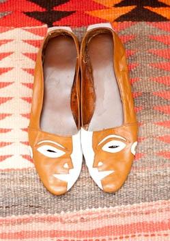 love these vintage flats.Crazy Shoes, Vintage Face, Funny Shoes, Vintage Flats, Vintage Leather, Vintage Shoes, Interesting Vintage, Face Flats, Face Shoes