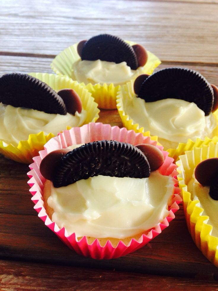 Kids recipe, Mickey Mouse cupcakes- http://forkandkniv.com/mickey-mouse-cupcakes/