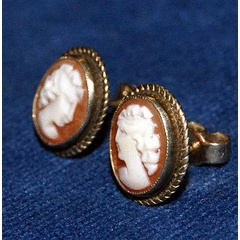 GORGEOUS PAIR OF VINTAGE 9ct GOLD CAMEO EARRINGS @@@ CRAZY R1 START for R176.00