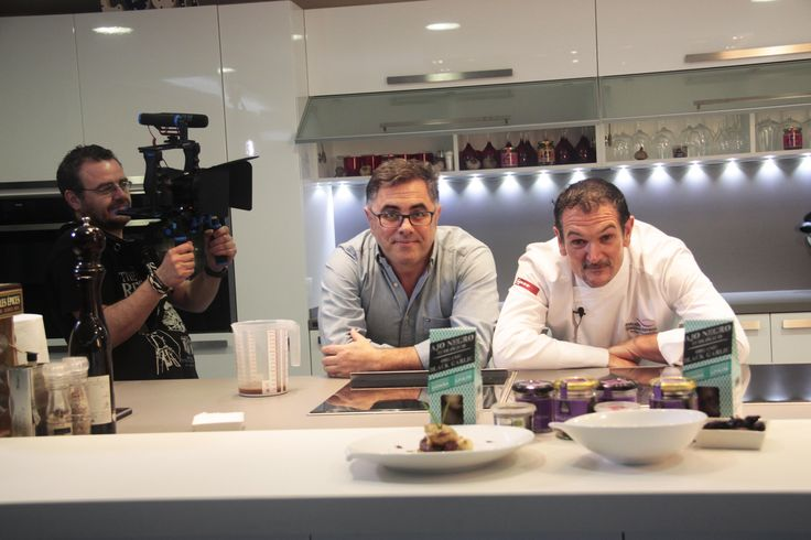 ¡Buenas tardes y #FelizViernes! Seguimos rodando con @aitorperurena y @salasradio  Pronto, nuevas #recetas...