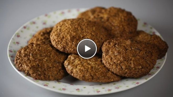 Havermoutkoekjes - Oatmeal cookies. I don't really understand Dutch, but that's what google translate is for.