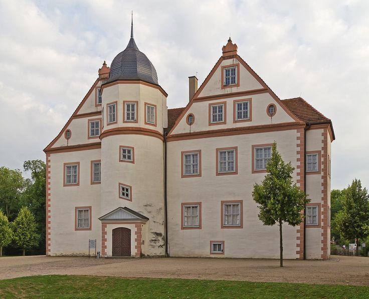 Koenigs Wusterhausen 08-13 Schloss - Königs Wusterhausen - Wikipedia