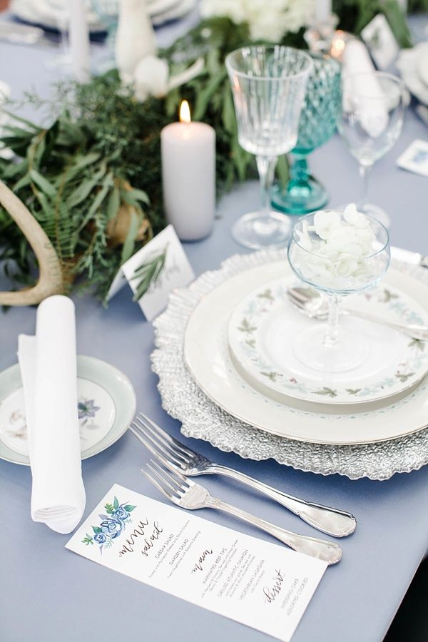 Vintage china setting | Erin Kling Photography on @tidewatertulle via @aislesociety