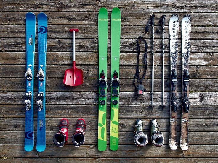 Laat u goed adviseren bij het huren of kopen van ski's. Er zijn diverse soorten ski's voor verschillende lengtes en gewichten, voor beginners tot gevorderde skiërs.
