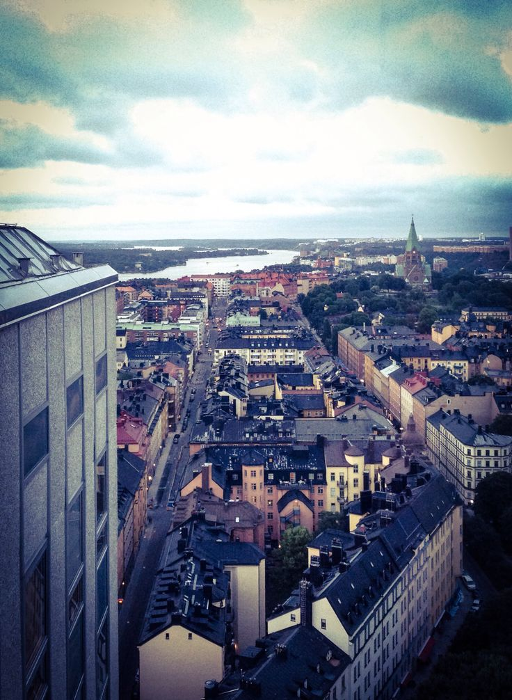 Himlen is a sky bar with one of the best views of Stockholm, and best drinks :) Come around 6-7 pm to avoid crowds and standing up. Or make table reservations before. 'Himlen' also has a famous restaurant. #stockholm #bar #view #sky #tourist #sightseeing #drink #sweden #europe