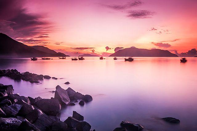 Un beau lever du soleil colore le ciel des îles Con Dao, province de Bà Rịa-Vũng Tàu, Vietnam © Cao Tran Tho / Shutterstock. http://www.lonelyplanet.fr/article/best-asie-2016-nos-10-coups-de-coeur #leverdusoleil #îles #ConDao #BàRịaVũngTàu #Vietnam #asia #asie #bestinasia #bestof #2016 #voyage