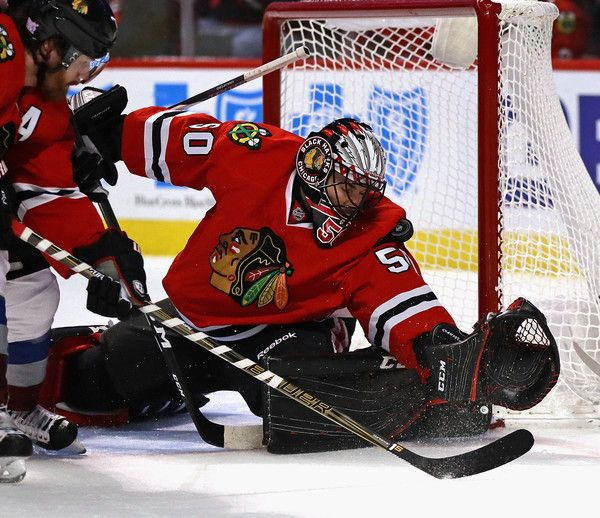 CHICAGO, IL - NOVEMBER 03: Corey Crawford #50 of the Chicago Blackhawks stops a shot with his shoulder against the Colorado Avalanche at the United Center on November 3, 2016 in Chicago, Illinois. (Photo by Jonathan Daniel/Getty Images)