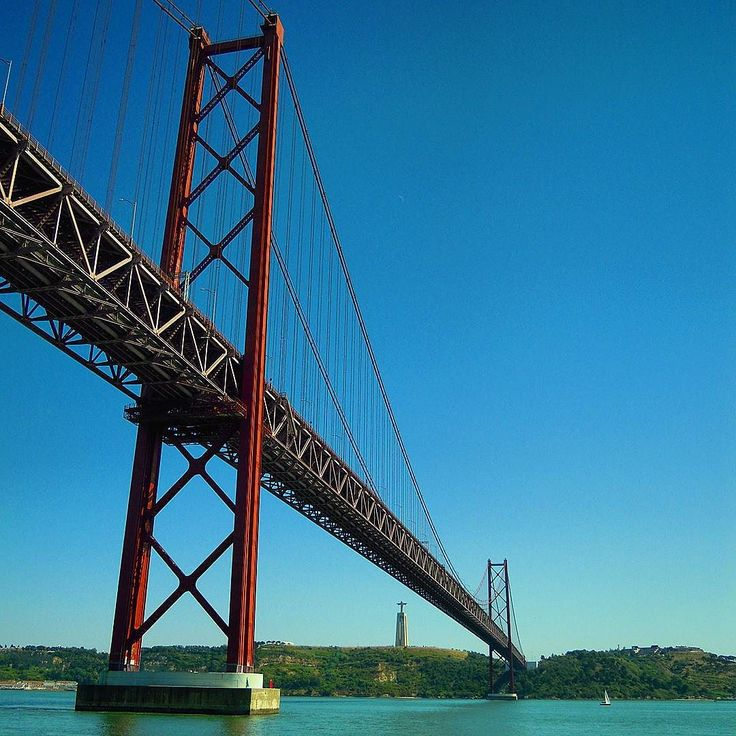 Ponte 25 de Abril   Lisboa. #ponte25deabril #cristorei #riotejo #tagusriver #sailingboat #ponte #bridge #worldcaptures #worldplaces #worldmastershotz #fantastic_world_shots #lisboa #lisbon #lisbonne #lissabon #lisbona #Лиссабон #里斯本 #リスボン #instalike #instalisboa #instalisbon #instatravel #instacool #instagood #visitlisboa #visitlisbon #visitportugal #portugal #walkinginlisbon