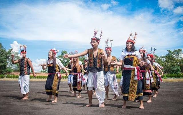 Tribes Of Manipur In 2021 Tribe Manipur Traditional Dresses Designs