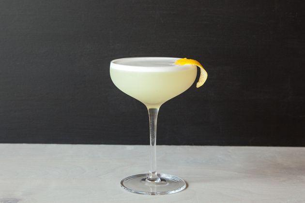 Писко сауэр коктейль – это более кислый вариант напитка сауэр. К его основным ингредиентам относятся: разновидность виноградной водки - писко, лимонный сок