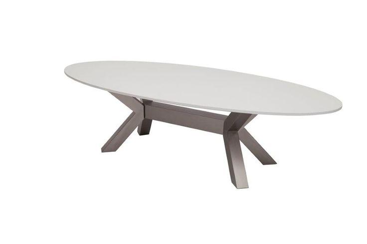 Ovale tafels zijn van de laatste trend en functioneel te gebruiken. Met Carola salontafel haal jij de trend in huis. Deze design salontafel is een deugdelijk meubel wat te danken is aan de materialen waar de salontafel van gemaakt is. Het ovale tafelblad is uitgevoerd in MDF hout en gecombineerd met een RVS frame. Deze frame is exclusief ontworpen en geeft een moderne uitstraling aan deze salontafel.