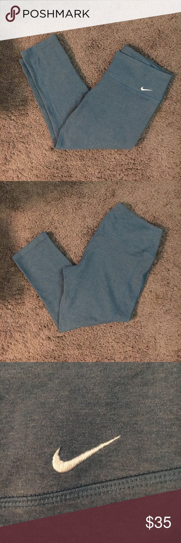 Nike 3/4 Dry-Fit Running/ Work Out Pant EUC Nike Dry-Fit Running Pant. 3/4 pant length like capris. Size women's large. Nike Pants