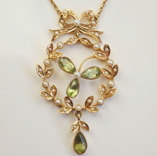 Antique-Victorian-9ct-Gold-Peridot-amp-Seed-Pearl-Shamrock-Garland-Necklace-c1900